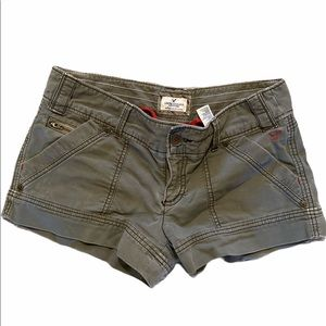 AMERICAN EAGLE sz8 OLIVE shorts w/ buckle on back